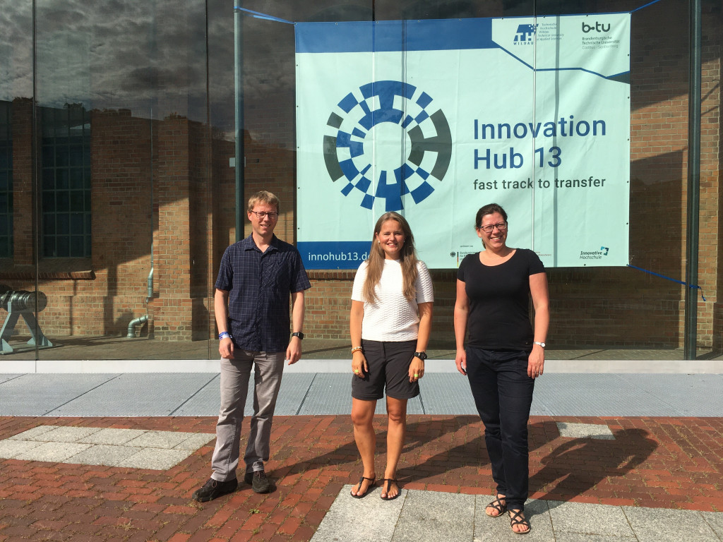 Carsten Hille (l.) and Sarah Schneider (r.) from Technical University of Applied Sciences Wildau (TH Wildau) with Triinu Varblane (m.) from the Finnish Technology Centre Merinova at TH Wildau's campus in August 2021. © TH Wildau, Leberecht