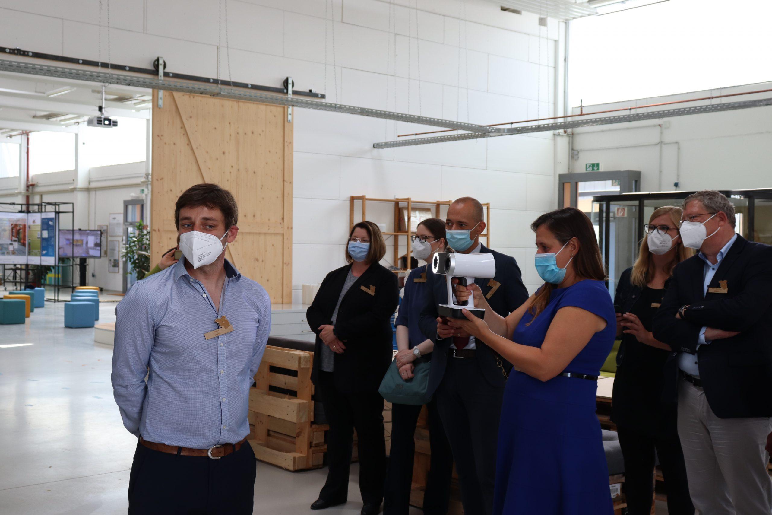 Die Wissenschaftsministerin des Landes Brandenburg, Dr. Manja Schüle, zu Besuch in der Präsenzstelle Luckenwalde.